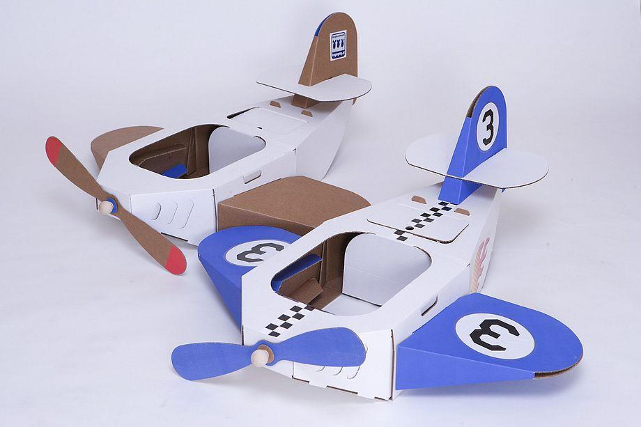 Tekturowe samoloty-zabawki