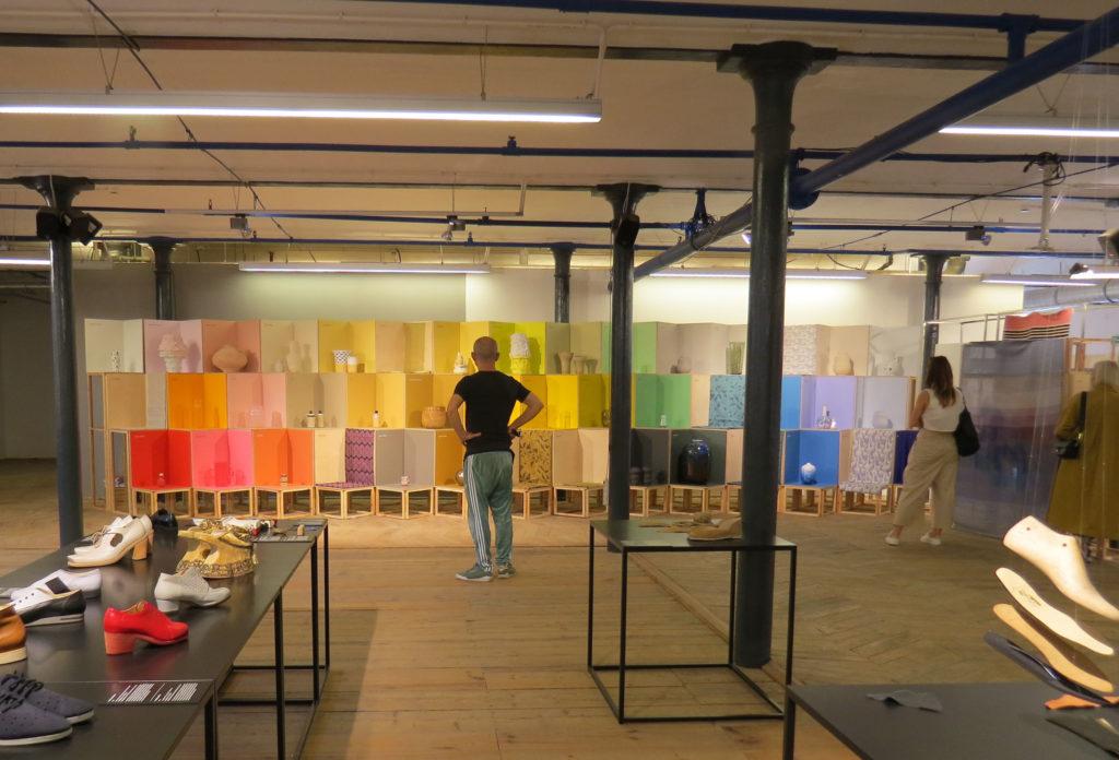 """8abcf9649 Wystawy: """"Praga na wzór. Projektowanie z rzemiosłem"""", """"Korale koloru  koralowego."""""""