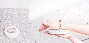 biżuteria fizjoterapeutyczna MIKO+ Item projekt. Minimalistyczna bransoletka masująca nadgarstek.